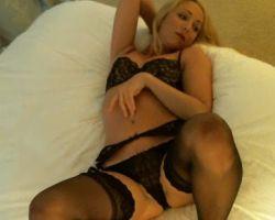 Brooke Marks, ziet er geil uit in sexy zwarte lingerie
