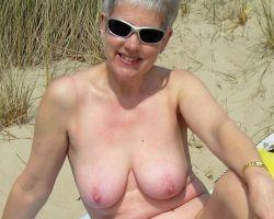Mature naturisten, amateur mannen en vrouwen naakt – deel 2