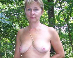 Mature naturisten, amateur mannen en vrouwen naakt – deel 3