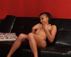 Ebony stiefdochter heeft interraciale seks met haar stiefvader (video)