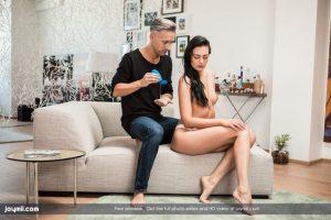 Leanne heeft seks met haar toekomstige stiefvader