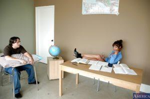 Een geile schooljuf laat student nablijven