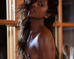 Nirmala Fernandes, exotische schoonheid gaat naakt