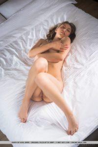 Avery, mooi naakt op bed