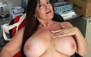 Naakte rijpe vrouwen met grote borsten