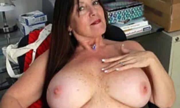 Naakte rijpe vrouwen met grote borsten zijn geil