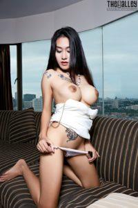 Linlin heeft mooie grote borsten