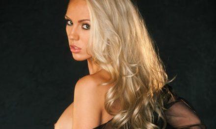 Sydney Barlette, knappe Playboy babe in sexy doorkijklingerie