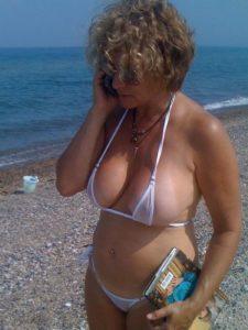 Grote tieten op het strand