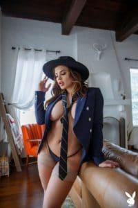 Keisha Grey, stropdas, colbertje en naakt